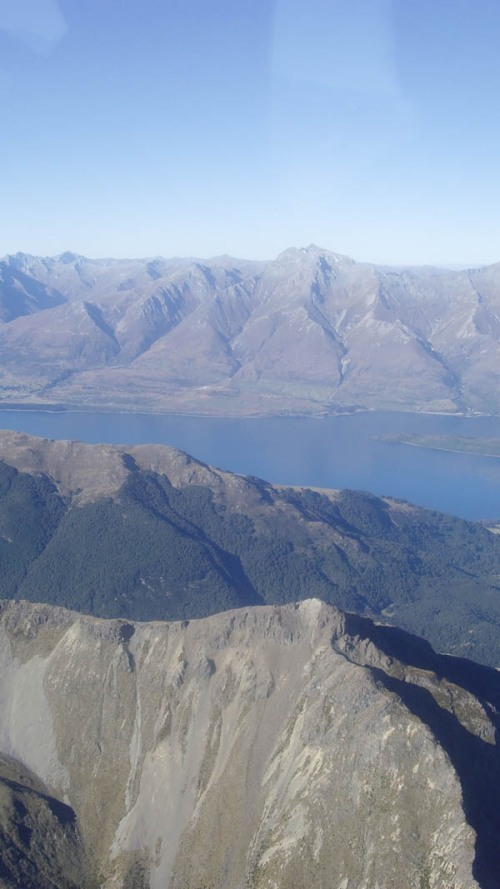Lake Wakatipu glistens in the distance as we make our back to Queenstown
